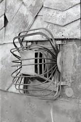 Gitter / grid (n0core) Tags: bw abandoned canon f1 ruine ddr tor tr gdr verlassen urbex orwo leerstand bleicherode np20