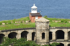 Fort Wadsworth Light (Larry Myhre) Tags: lighthouse newyork statenisland verrazanonarrows fortwadsworth nyctrivtjune2016