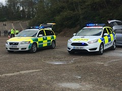 Surrey Police Car and SECamb RRV (slinkierbus268) Tags: ford coast volvo focus south police surrey ambulance east trust vehicle service irv incident rapid response unit brooklands bluelights rrv secamb
