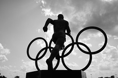 Jesse Owens (lensman20) Tags: statue elements jesseowens summerolympics