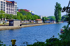 Berlin 2015 - 242 Rolandufer (paspog) Tags: berlin ufer spree allemagne deutschland germany rolandufer cluse lock schiffsschleuse navigation waternavigation river rivire fluss