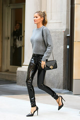 Gisele Bündchen in vinyl pants (Plastic Fashion!) Tags: newyorkcity newyork top model gisele bündchen bundchen vinyl pvc plastic pants fashion clothing wear anthony vaccarello beautiful wonderful beauty wonder shiny sexy tight thermoplastic