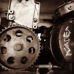 Ferro velho (SiMagalhes) Tags: peasdecarro pretoebranco peasusadas peas reaproveitamento reciclagem minasgerais sucata ferro ferrovelho