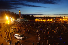 Jemaa El-Fnaa, Marrakech (Cagsawa) Tags: jemaaelfnaa jemaaelfna djemaelfna djema jemaa morocco moroccan marrakech marrakesh nightscene koutoubia mosque crowd streetperformer vendor rx100 sunset dusk
