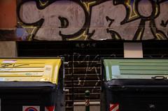 _DSC5791 (adrizufe) Tags: bilbao aldezaharra cascoviejo basquecountry contenedores basura rondan13 detalle urban streetphotography nopeople ngc nikonstunninggallery nikon d7000 adrizufe aplusphoto adrianzubia streetart