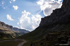 Hike back (Daniel Moreira) Tags: circo de soaso parque nacional ordesa e monte perdido mountains montanhas trees rvores sky cu clouds hike caminhada trail trilho spain espaa espanha pyrenees pyrnes pirineus pirineos