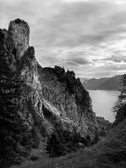 Adlerhorst (philippm86) Tags: traunstein berg bw landscape auswahl1 adlerhorst traunsee salzkammergut oberösterreich mountain lake see clouds wolken rock