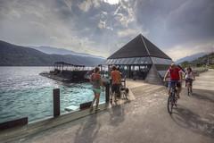 AUSTRIA. MILLSTATTER SEE. (FRANCO600D) Tags: bar lago austria riva turismo pistaciclabile turisti piramide locale millstattersee carinzia ciclisti controsole millsatt kap4613