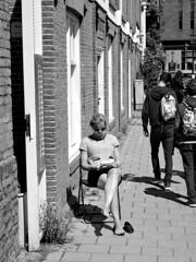 Reading in the sunshine (Franco & Lia) Tags: street blackandwhite holland amsterdam noiretblanc nederland biancoenero photographiederue fotografiadistrada 2485f284