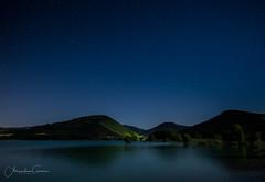 El Pantano y la Luna (Pantano de Alloz) (Alejandro Garca Seplveda) Tags: luces arboles pantano estrellas monte navarra alloz
