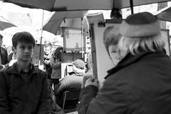 DSC_0606 (nickylerario) Tags: monocromo monochrome blackandwhite blancoynegro paris monmartre streetphotography documental artistas callejero musicos arpa novia chello cello francia dibujos pintura pintores artist