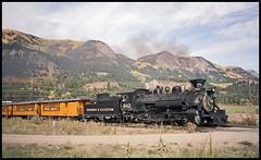 482 passing Hermosa (TrainsandTravel) Tags: usa étatsunis vereinigtestaaten narrowgauge voieetroite schmalspur durangosilverton durangosilvertonnarrowgaugerailroad hermosa colorado dsngr drgw k36 282