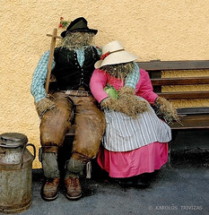 ART OF HAY IN MAUTERNDORF . . .  (AUSTRIA, SALZBURG, MAUTERNDORF) (KAROLOS TRIVIZAS) Tags: austria salzburg mauterndorf germany bavaria octoberfest wiesen festival art hay sculptures couple statues straw bench tradition culture artofhay churn leathertrousers apron embrace hug hats