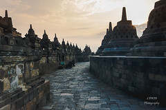 Borobudur sunrise [EXPLORED - 15/07/2016] (lenguaphile) Tags: java indosesia buddhism buddhisttemple borobudur sunrise leonardallen ldaiiiphotography explored15072016 inexplore