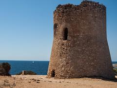 La Torre de Cala Pi (juanjo pealver) Tags: torre mar marina mallorca mediterraneo monument cala medieval barco sea