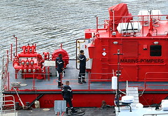Navy firefighters (patrick_milan) Tags: boat ship bateau mer sea finistre bretagne fireman firefighter red work man