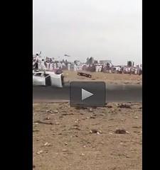 فيديو مروع لانقلاب سيارة جيب أثناء التفحيط بعُمان.. وتطاير شخصان منها (ahmkbrcom) Tags: التفحيط سلطنةعمان عُمان مقطعفيديو