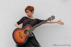 tada (LadyLove1967) Tags: scheveningen rodebaret fotoshoot gitaar mooiedame boot grafity kleur