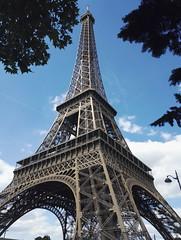 Paris - Tour Eiffel (delphinebrg) Tags: toureiffel eiffeltower paris france bleu architecture monument champdemars t summer ciel sky sun symbole