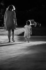 Motherhood Path 2 (FranciscoEvangelista) Tags: motherhood path 2 mom daughter contrast classic cortenovadapreguia bw blackwhite black blackandwhite highlight fuji fujifilm xpro2 xf 90mm f2 acros special moment