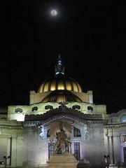 Bellas artes y luna (dixmanx) Tags: bellas artes arquitectura nocturno aire libre noche poca luz luna cielo