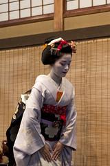 Maiko (Japanexperterna.se) Tags: woman japan spring kyoto maiko geiko geisha   kimono gion kansai        gionkobu kobu  katsutomo