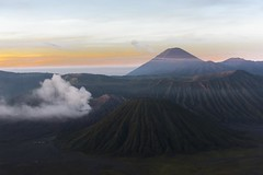 _DSC2094 (tihoslic3) Tags: indonesia mountbromo mountsemeru eastjava gunungbromo d810 bromotenggersemerunationalpark tenggercaldera mountbatok calderavolcano slicomir3 sunrisebromokingkongpointview