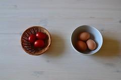 Prove tecniche di nido (Colombaie) Tags: uova gallina tazza colazione tavolo bianco venature abete cestino pomodori tre casa accoglienza farespazio nido nuovo novit famiglia allargare futuro costruire ameliepoulain