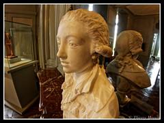 le comte d'Artois enfant, le futur Charles X (thierrymasson94) Tags: buste sculpture comtedartois charlesx musebossuet meaux france miroir
