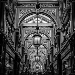 London (XXXII) (Jose Juan Luque) Tags: london londres arcade royalarcade lamp arch bw bnw blacknwhite blackandwhite byn bn blancoynegro street streetphotography urban jjluque josejuanluque architecture