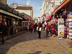Montmartre au soleil - Montmartre in the sun (Michele*mp) Tags: europe france ledefrance paris paris18 montmartre sacrcur touristes tourists printemps sunnyday michelemp rueduchevalierdelabarre