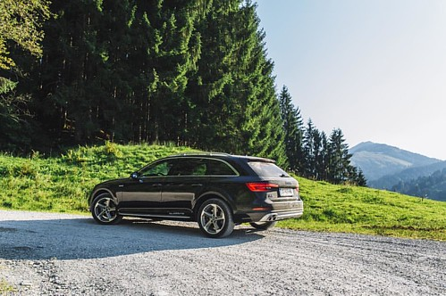 Audi A4 allroad in Kitzbühel while the Audi Mountain Experience __ @audi_de @audi_aut #audi #a4allroad #offroad #mountains #kitzbuhel #ingolstadt #bavaria #austria #nature #quattro #carswithoutlimits #snabshod #sonyalpha #a7ii #24mm #instacar #instacars #