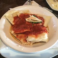 """Purmamarca: ravioles de quinoa à la sauce tomate. Non, les ravioles ne sont pas préparées avec de la farine de quinoa mais elles sont fourrées avec du quinoa. C'est un peu comme manger des pâtes et du quinoa... <a style=""""margin-left:10px; font-size:0.8em;"""" href=""""http://www.flickr.com/photos/127723101@N04/29147419685/"""" target=""""_blank"""">@flickr</a>"""