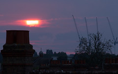 Sunrise with light rain 22 July 2016 (Sculptor Lil) Tags: canon700d dslrsingleexposure london clouds handheld sky sun sunrise weather