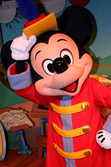 Mickey Mouse (sidonald) Tags: tokyo disney tokyodisneyresort greeting mickeymouse mickey  tdr  tokyodisneyland tdl    thebandconcert