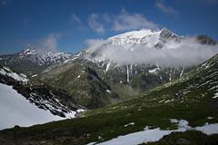 Piz Greina ahead ! (Toni_V) Tags: m2400692 rangefinder messsucher leicam mp typ240 type240 28mm elmaritm hiking wanderung randonne escursione greinahochebene plaunlagreina pizgreina alps alpen graubnden grisons grischun switzerland schweiz suisse svizzera svizra europe pizmiezdi pizdastiarls muotlagreina landscape summer sommer toniv 2016 160716 passdiesrut berge mountains snow schnee