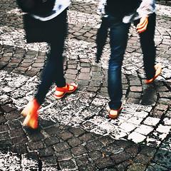 dove vai? (maurizio siani) Tags: street city summer italy stone 35mm donna strada italia colore estate pentax via uomo pietre napoli naples bianco piedi corpo ragazza citt gambe ragazzo mattina luglio parti pavimentazione giorno aperto 2016 pittura strisce camminare pedonali andare attraversare k30