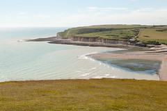 Cuckmere Haven from Haven Brow   Seven Sisters walk   July 2016-38 (Paul Dykes) Tags: southdowns southdownsway southcoast coast cliffs sea shore coastal englishchannel sussex england uk seaside sun sunnyday chalk downs hills countryside