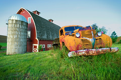 Heidenreich Dairy Barn and Truck (Jeff Carlson) Tags: old grass barn truck outside outdoors us washington unitedstates farm bluesky pickuptruck dairy washingtonstate colfax beatup palouse heidenreich jeffcarlson pixelmator masonmarsh palouseworkshop