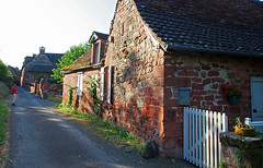 Collonges-la-Rouge (Corrèze). (sybarite48) Tags: collongeslarouge corrã¨ze france grèsrouge arenariarossa buntsandstein الحجرالرمليالأحمر ردسندستون 红砂岩 areniscaroja piedraareniscaroja κόκκινοψαμμίτη 赤色砂岩 rodezandsteen czerwonegopiaskowca arenitovermelho красногопесчаника kırmızıkumtaşı ruelle gasse alley زقاق 巷 callejón δρομάκι vicolo アリー steeg aleja beco аллея geçit village dorf قرية 村里 pueblo χωριό villaggio 村 dorp wieś aldeia деревня köy maison hause house منزل hasiera 回家 casa σπίτι ホームページ huis dom домой ev rouge red rot أحمر 红色 rojo κόκκινοσ rosso 赤 rood czerwony vermelho красный kırmızı corrèze