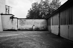 Courtyard (Cava AL) Tags: 2016 alessandria bw bn humans monocrome people persone riccardocavallaro ricohgrii street streetphotography bianco black cortili gente nero paesaggiourbano urbanlandscape white