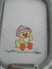 Patinha (leonilde_bernardes) Tags: de artesanato batizado disney bebe artes babys bordados mantas personalizados decoraao hancraft enxovais pinturaemtecido personalizadas artigos enxovaisdecasa lembranaas