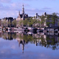 Un matin à Amsterdam *---- -° (Titole) Tags: sky reflection water amsterdam boats houseboat squareformat amstel herowinner titole nicolefaton