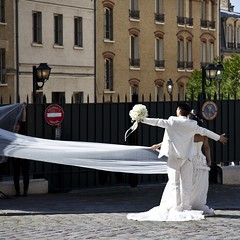 Mariage  Montmartre (Gerard Hermand) Tags: wedding woman white man paris france canon femme montmartre mariage blanc homme formatcarr eos5dmarkii gerardhermand 1606092152