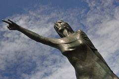 MONUMENTO ALLA SPOSA DEL MARINAIO RIMINI (GRAZIE PER LA VISITA) Tags: nikon italia rimini statua indice romagna bronzo nikkor18200vr nikond90 monumentoallasposadelmarinaio