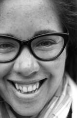 Carita (victor mendivil) Tags: mujer nikon retrato cara sigma sonrisa lentes rostro anteojos d80 1755mmf28dx victormendivil