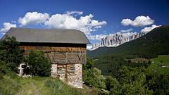 Maso sopra Santa Maddalena (Franco Vannini) Tags: santamaddalena valdifunesodle funes dolomiti dolomites montefunes sanpietro odle sangiovanniaranui unescoheritage