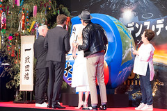 Independence Day: Resurgence Japan Premiere: Roland Emmerich, Liam Hemsworth, Jeff Goldblum & Maika Monroe (Dick Thomas Johnson) Tags: japan tokyo minato roppongi      roppongihills  roppongihillsarena  movie film premiere moviepremiere event   japanpremiere independencedayresurgence  rolandemmerich  liamhemsworth  jeffgoldblum  maikamonroe   darumadoll daruma dharmadoll dharma