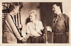 Jean Desailly, Madeleine Sologne and Raymond Rouleau in Une grande fille toute simple (1948) (Truus, Bob & Jan too!) Tags: jeandesailly jean desailly french actor acteur madeleine sologne madeleinesologne actress actrice raymondrouleau raymond rouleau belgian unegrandefilletoutesimple european filmstar glamour allure cine cinema kino film picture screen movie movies filmster star vintage postcard carte postale cartolina tarjet postal postkarte postkaart briefkarte briefkaart ansichtskarte ansichtkaart france franais franaise moviestar sound sonore sonoro tonfilm 1940s attore attrice schauspielerin schauspieler darsteller darstellerin theatre theater stage capac 1948 justabigsimplegirl