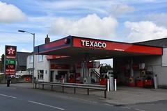 Texaco, Rock Cornwall. (EYBusman) Tags: texaco petrol gas gasoline filling service station clock garage rock cornwall valero chevron eybusman
